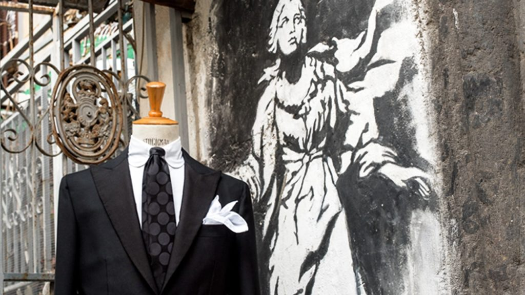 napoli vomero gaiola vestito made in italy fake banksy